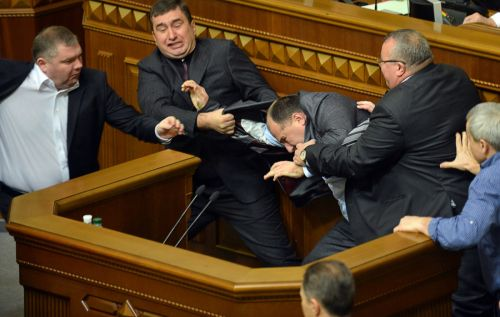 Комитет Совфеда погосстроительству поддержал декриминализацию семейных побоев